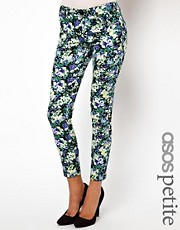 Vaqueros pitillo con estampado floral exclusivos de ASOS PETITE