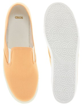 Bild 3 von ASOS  Leinenschuhe mit Osterglocken