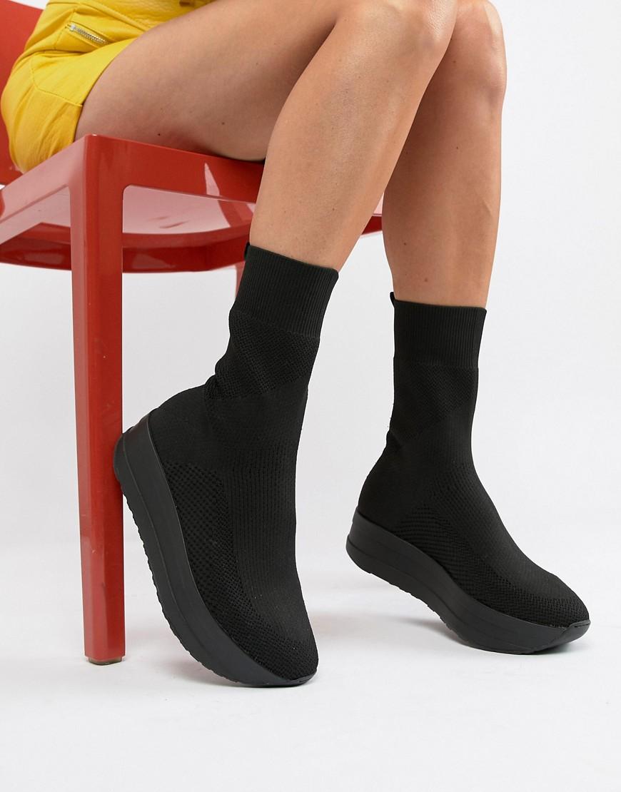 Imagen principal de producto de Botas tipo calcetín elásticas en negro con plataforma plana Casey de Vagabond - Vagabond