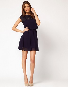 Bild 4 von ASOS &ndash; Skater-Kleid mit Gnseblmchenspitze