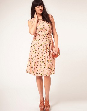 Image 4 ofASOS CURVE Exclusive Dress In Pretty Floral