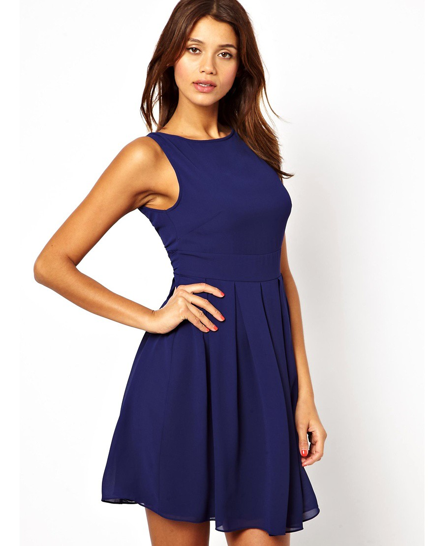 Платья короткие из шифона. . Комментарий: Шифоновое платье с V-образным вырезом
