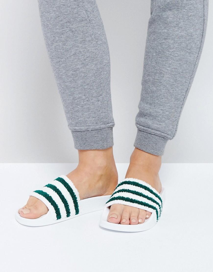 Бело-зеленые шлепанцы adidas Originals Adilette - Белый. Цвет: белый