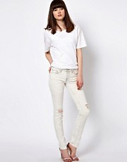 J Brand &ndash; Enge Jeans im Distressed-Look