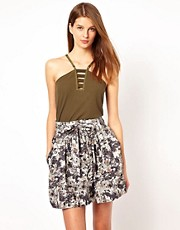 Top de tirantes en color militar de Edun
