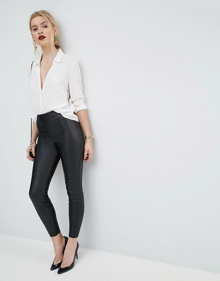 Pantalones de cuero sintético de efecto espray de ASOS