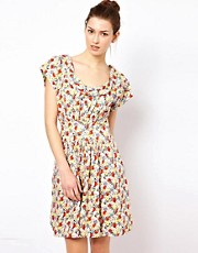 Vestido con estampado floral vintage de Emily & Fin