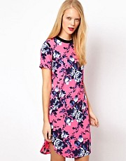 Vestido estilo camiseta con estampado floral intenso de ASOS