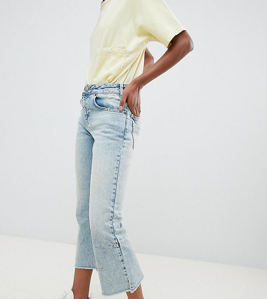 - ASOS DESIGN Petite – Egerton – Gekürzte, ausgestellte Rigid-Jeans in heller Vintage-Waschung im Used-Look
