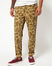 Chinos tapered de corte estndar con estampado de camuflaje Johnson de Carhartt