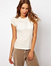 Camiseta con texto superpuesto de Juicy Couture