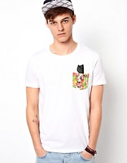ASOS - T-shirt con tasca stampata
