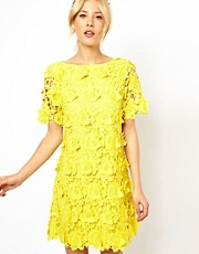 Vestido de corte recto con encaje floral en 3D de ASOS