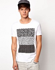 ASOS - T-shirt con tasca e stampa in bianco e nero