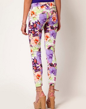 Image 2 ofRiver Island Large Floral Skinny Jean
