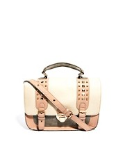 Satchel con tachuelas y <i1>colour block</i> pastel de New Look