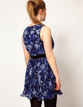 Image 2 ofASOS CURVE Exclusive Floral Dress With Pleated Skirt