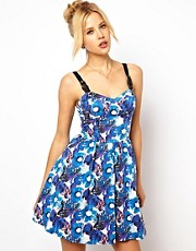Vestido skater floral con copas y tirantes con hebillas de ASOS Premium