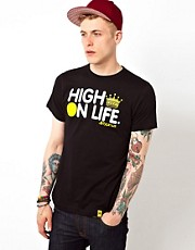 Camiseta con estampado High On Life de Dirty Smart