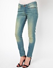 Levi&#39;s Low Curve Id Demi Curve Skinny Jeans