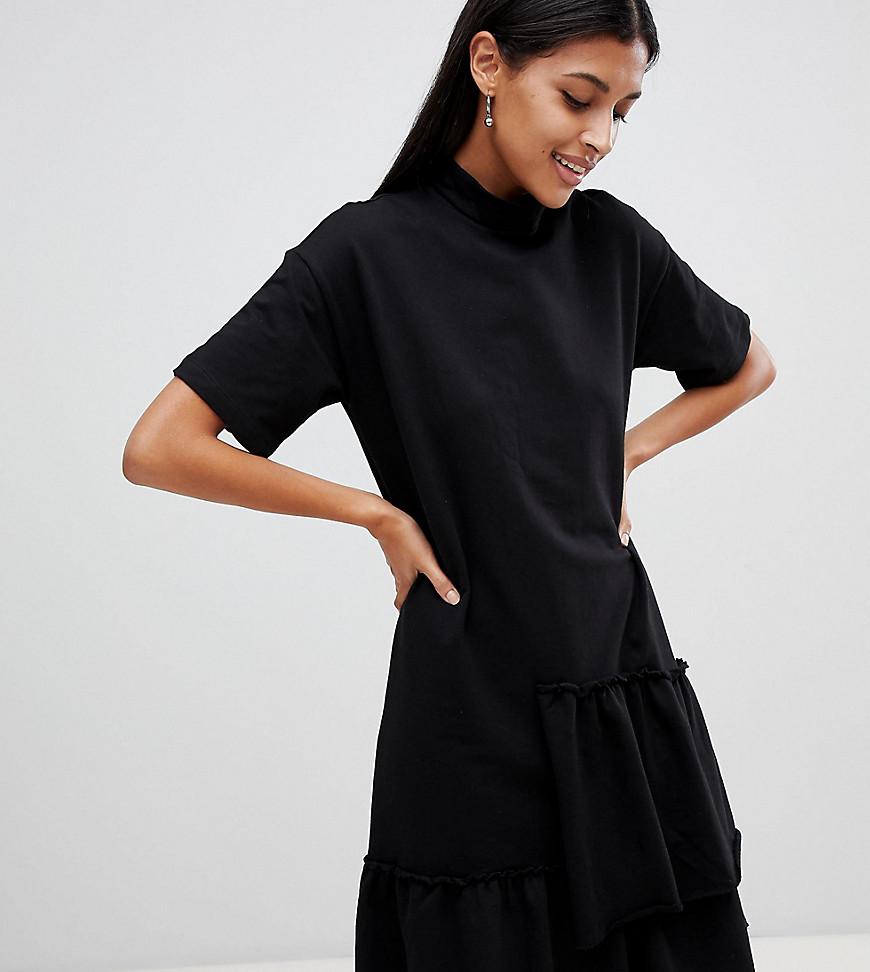 Фото - Платье с высоким воротником и асимметричной оборкой Noisy May - Черный черного цвета
