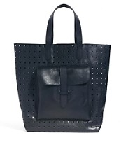 Bolso shopper de cuero con diseo perforado de French Connection
