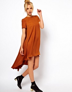 Imagen 4 de Vestido estilo camiseta con el bajo trasero asimtrico de ASOS