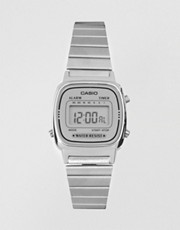 Reloj digital plateado pequeo de Casio