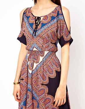 Image 3 ofWarehouse Paisley Printed Split Sleeve Dress