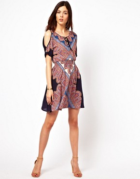 Image 4 ofWarehouse Paisley Printed Split Sleeve Dress