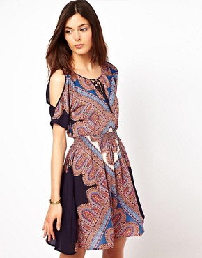 Image 1 ofWarehouse Paisley Printed Split Sleeve Dress