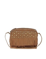 Bolso bandolera de cuero con flecos y tachuelas de ASOS