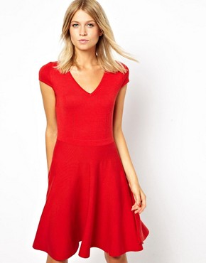 http://images.asos-media.com/inv/media/9/8/3/9/3259389/red/image1xl.jpg