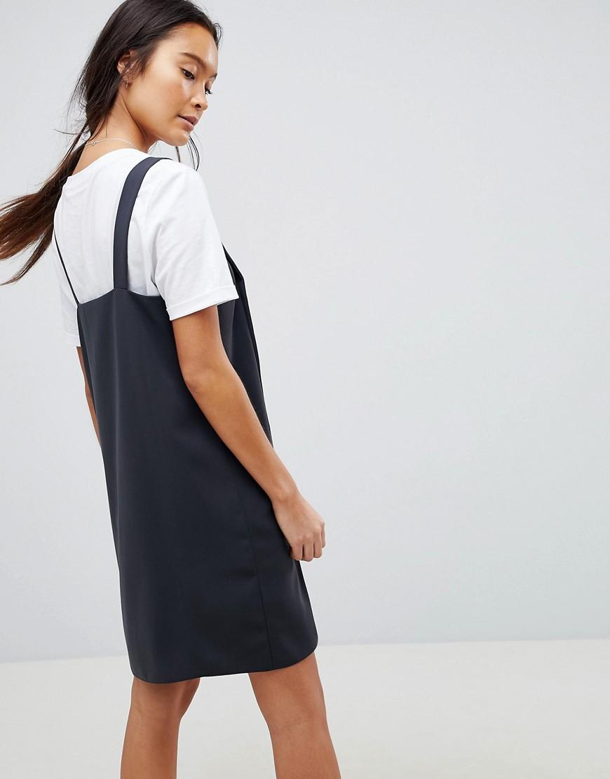 DESIGN dungaree mini slip dress with popper button through - Dark grey Asos
