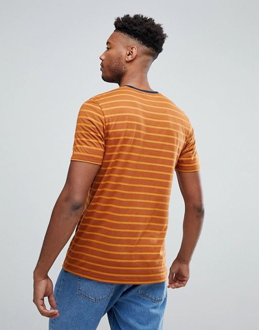 TALL -T-shirt rétro à rayures coupe décontractée avec encolure ras du cou bleu marine - Moutarde