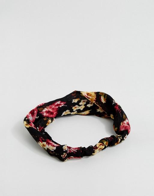 Diadema plisada con diseño floral de ASOS