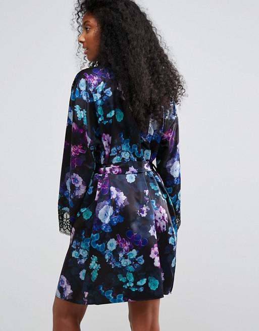 Diseño cruzado con estampado floral Lori de Lipsy