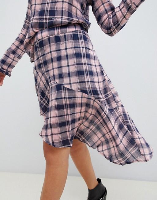 Falda asimétrica a cuadros de Vero Moda