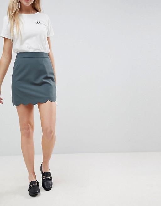 Minifalda de corte acampanado con bajo festoneado de ASOS Tailored