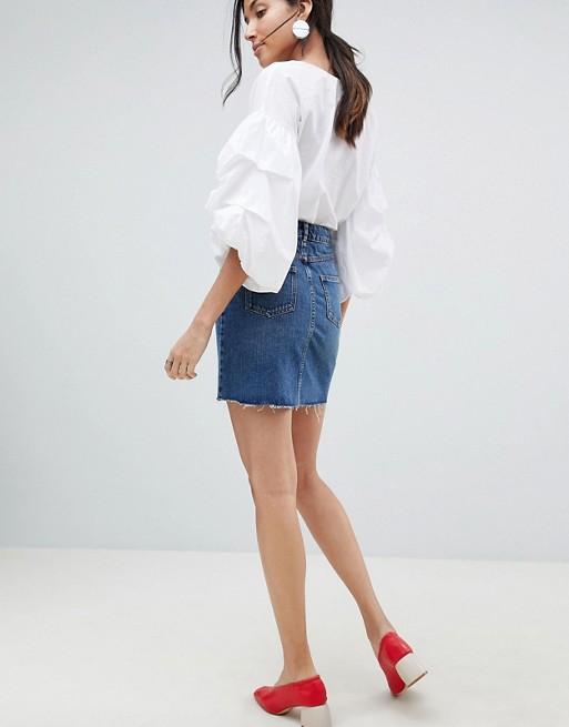 Minifalda muy corta vaquera en azul lavado medio de ASOS TALL
