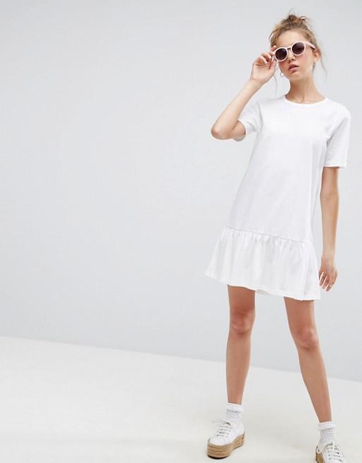 Minivestido estilo camiseta con el bajo caído de ASOS