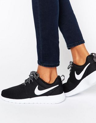 Image 1 of Nike Roshe Trainers In Black And White