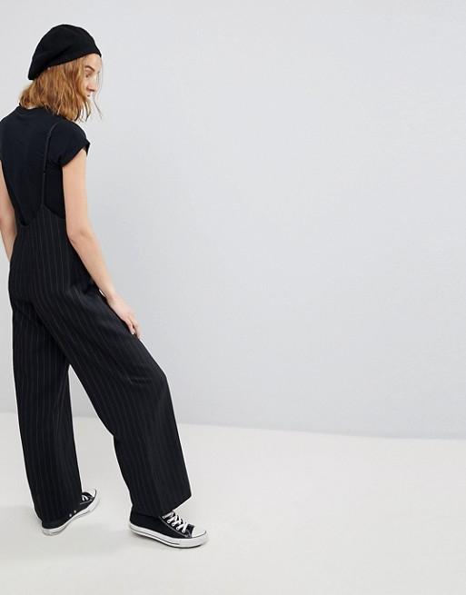 Pantalones de rayas con tirantes de Reclaimed Vintage Inspired