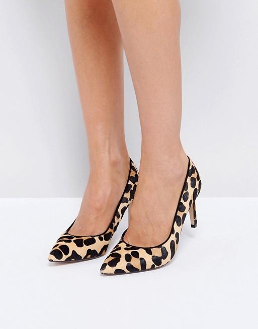 Zapatos de tacón con puntera en punta y estampado de leopardo de Dune London
