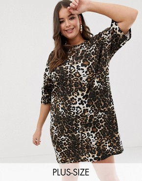 PrettyLittleThing Plus t-shirt mini dress in leopard