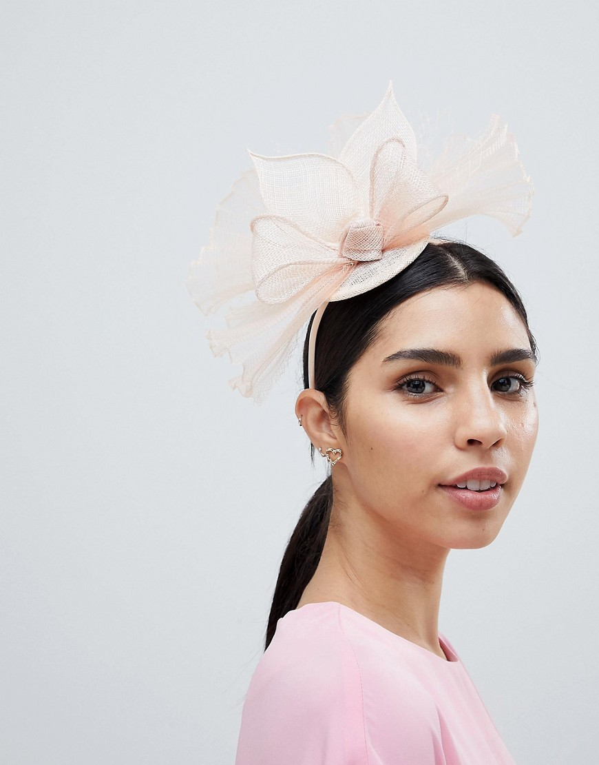 Product photo of Elegance fascinator hat with netting chalk
