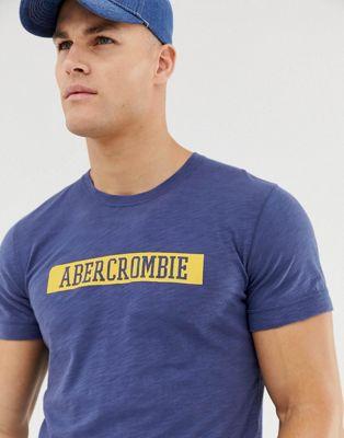 Abercrombie & Fitch – Blaues T-Shirt aus Noppenstoff mit College-Logo auf der Brust