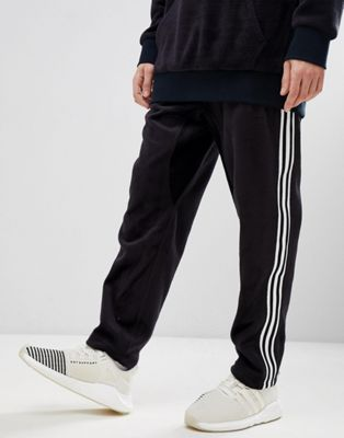 adidas Originals adicolor Velour Joggers In Tapered Fit In Black CY3544