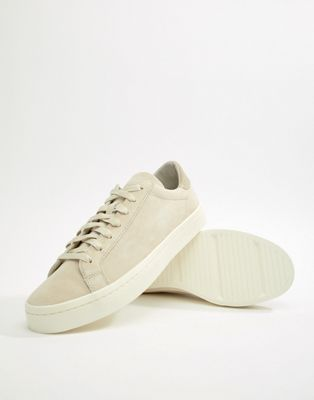 adidas Originals Court Vantage Trainers In White CQ2564