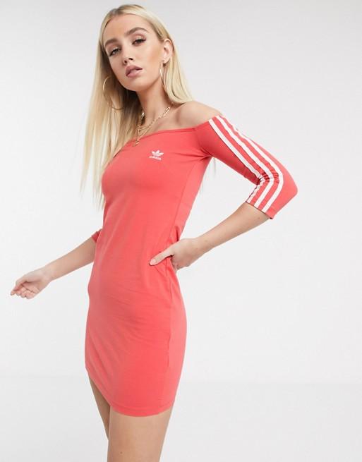 adidas Originals - Robe à épaules dénudées et triples bandes - Rouge